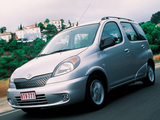 Toyota Yaris Verso 1999–2003 images
