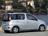 Toyota Yaris Verso 2003–06 pictures