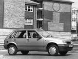 Images of Vauxhall Nova Luxe 5-door 1990–92