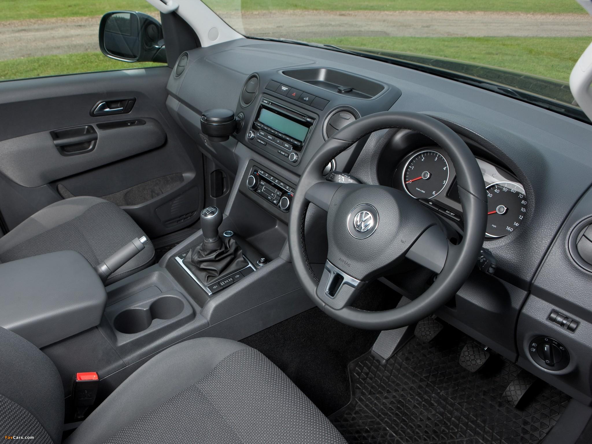Volkswagen Amarok Double Cab Trendline UK-spec 2010 wallpapers (2048 x 1536)