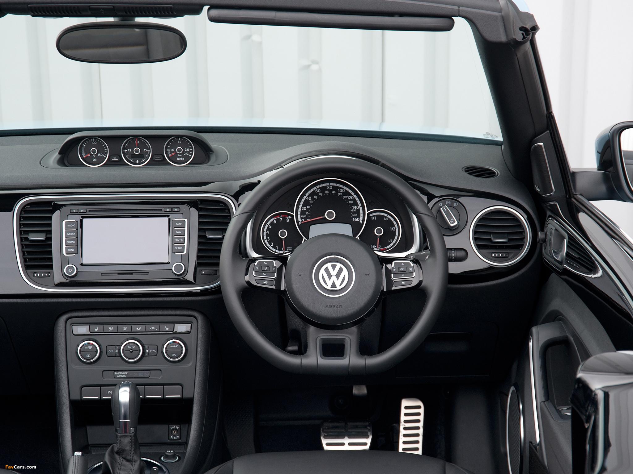 Images of Volkswagen Beetle Cabrio UK-spec 2013 (2048 x 1536)