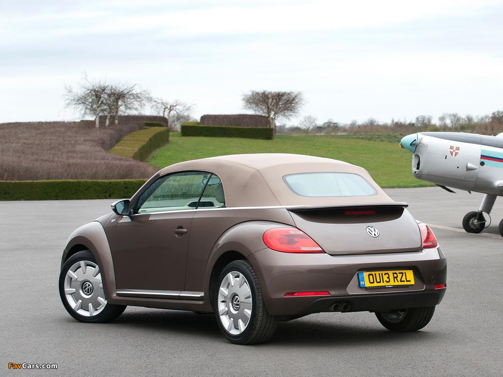 Volkswagen Beetle Cabrio 70s Edition UK-spec 2013 photos (1024 x 768)