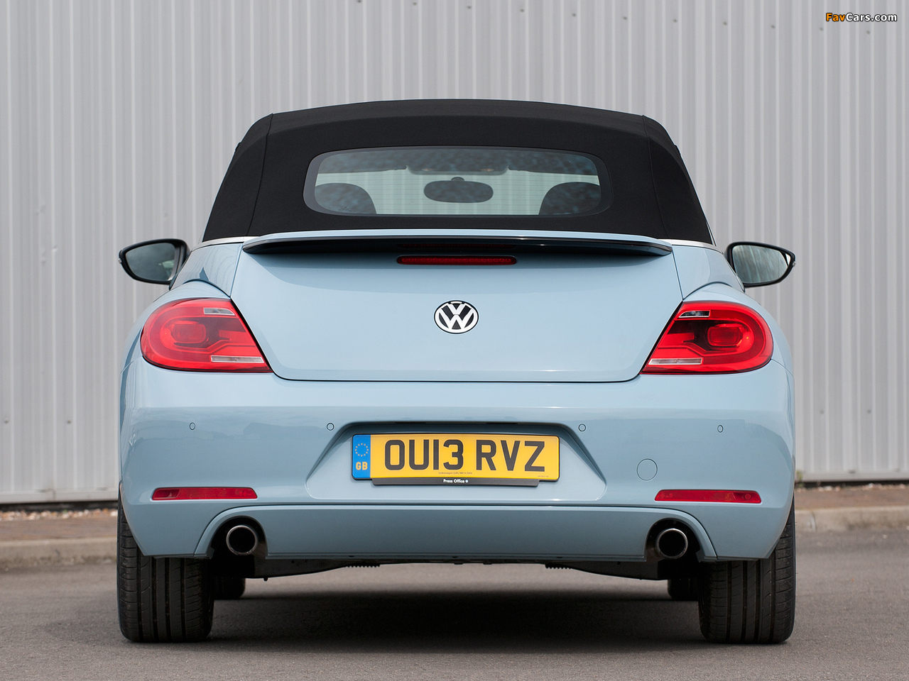 Volkswagen Beetle Cabrio UK-spec 2013 wallpapers (1280 x 960)