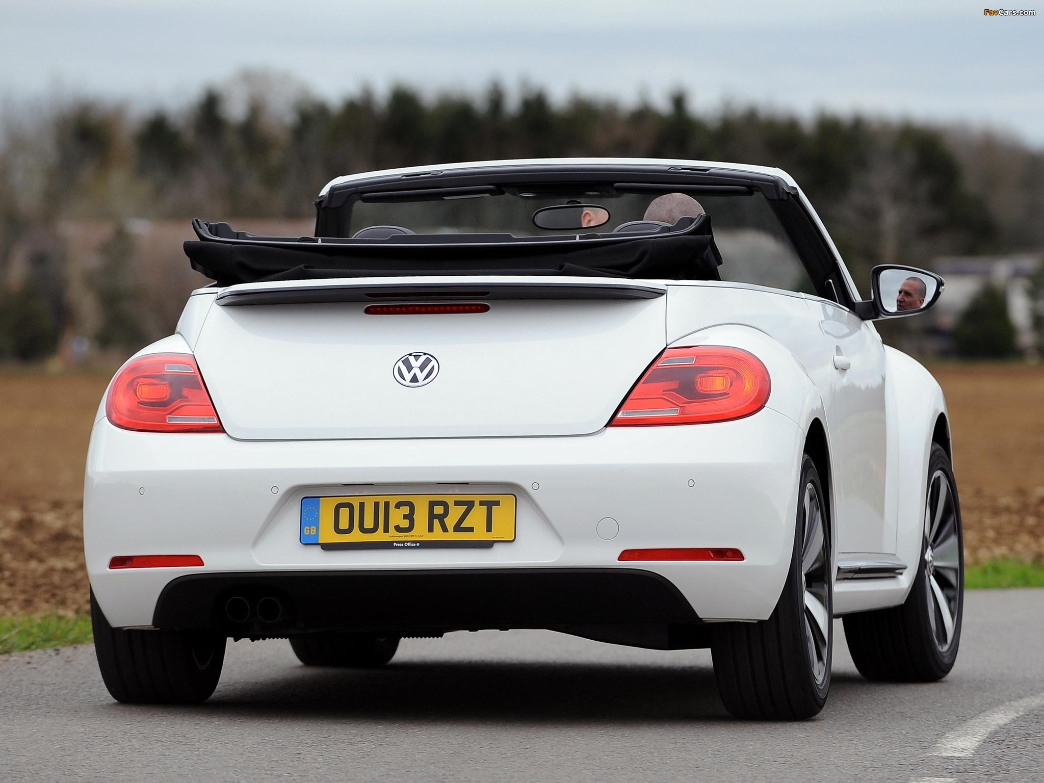 Volkswagen Beetle Cabrio 60s Edition UK-spec 2013 wallpapers (2048 x 1536)