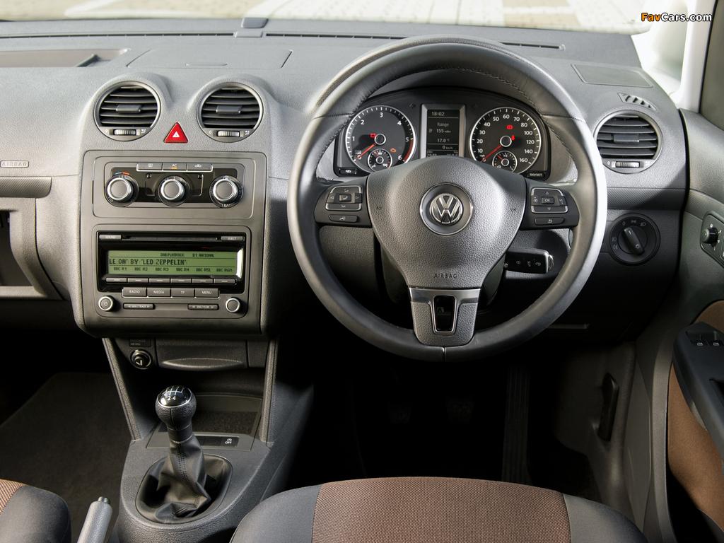 Pictures of Volkswagen Caddy Maxi Life UK-spec (Type 2K) 2010 (1024 x 768)
