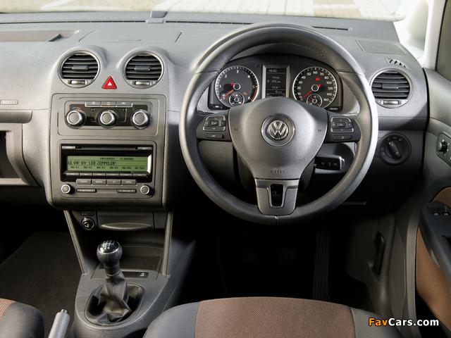 Pictures of Volkswagen Caddy Maxi Life UK-spec (Type 2K) 2010 (640 x 480)