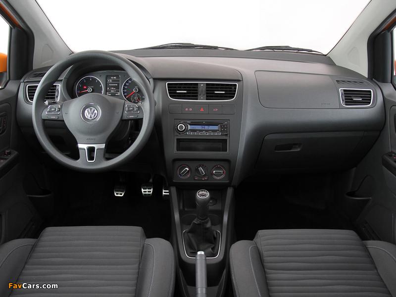 Volkswagen CrossFox 2009–12 pictures (800 x 600)