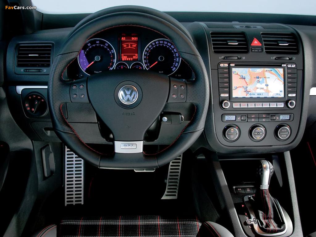 Images of Volkswagen Golf GTI Edition 30 (Typ 1K) 2007 (1024 x 768)