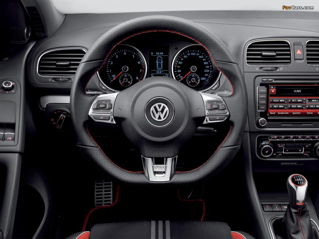 Photos of Volkswagen Golf GTI 3-door Adidas (Typ 5K) 2010 (1024 x 768)
