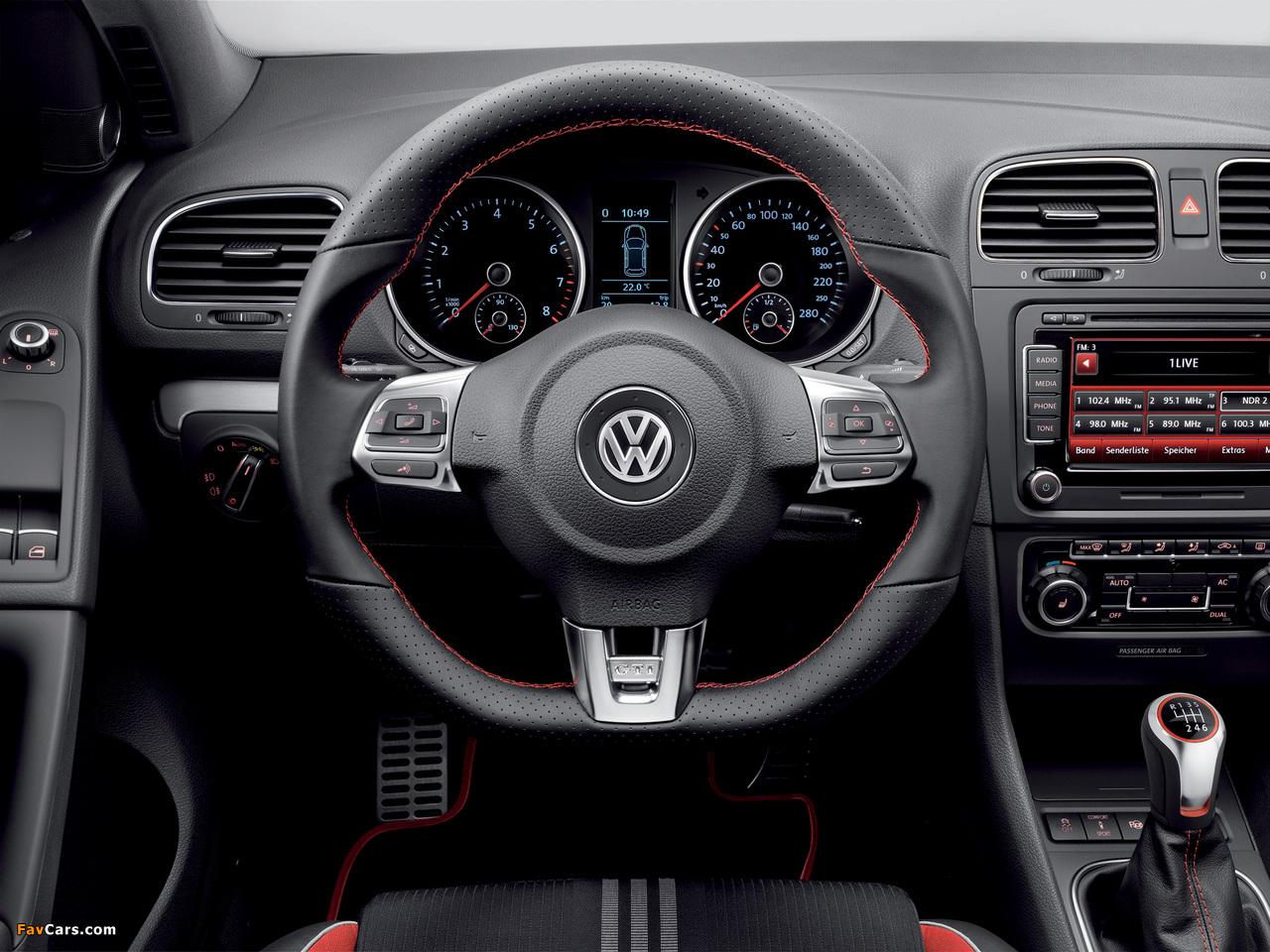 Photos of Volkswagen Golf GTI 3-door Adidas (Typ 5K) 2010 (1280 x 960)
