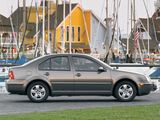 Pictures of Volkswagen Jetta Sedan (IV) 2003–05