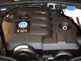 Volkswagen Passat TDI Sedan ZA-spec (B5+) 2000–05 images