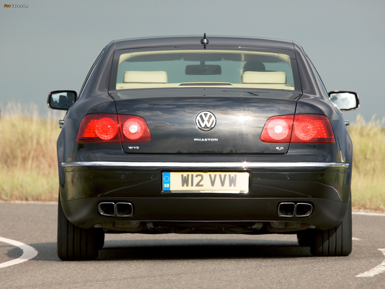 Photos of Volkswagen Phaeton W12 UK-spec 2007–10 (1600 x 1200)