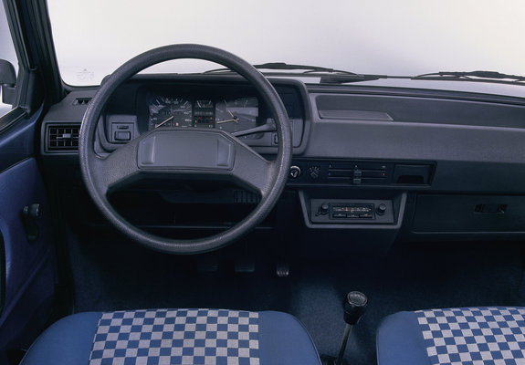 pictures of volkswagen polo coupe ii 1981 90. Black Bedroom Furniture Sets. Home Design Ideas