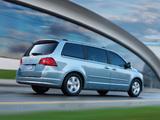 Volkswagen Routan 2008–12 pictures