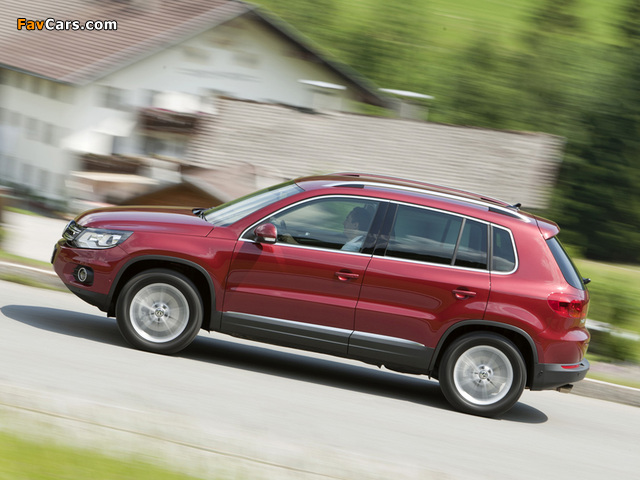 Images of Volkswagen Tiguan Track & Style 2011 (640 x 480)
