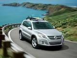 Photos of Volkswagen Tiguan US-spec 2008–11