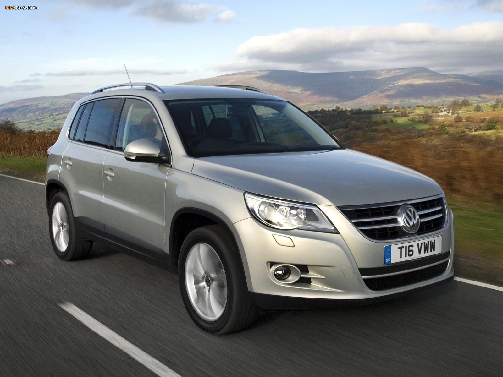 Volkswagen Tiguan UK-spec 2008–11 images (1600 x 1200)