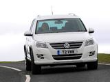 Volkswagen Tiguan R-Line UK-spec 2010–11 wallpapers