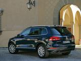 Photos of Volkswagen Touareg Hybrid 2010