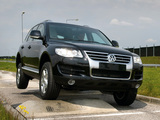 Pictures of Volkswagen Touareg V6 TDI 2007–10
