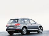 Volkswagen Touareg V10 TDI 2002–07 pictures