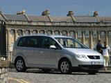 Images of Volkswagen Touran UK-spec 2003–06