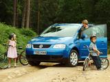Photos of Volkswagen Touran UK-spec 2003–06