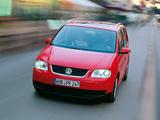 Pictures of Volkswagen Touran 2003–06