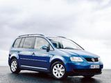 Volkswagen Touran 2003–06 images