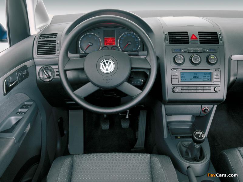 Volkswagen Touran 2003–06 photos (800 x 600)