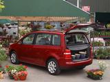 Volkswagen Touran UK-spec 2003–06 pictures