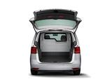 Volkswagen Touran Van 2011 images
