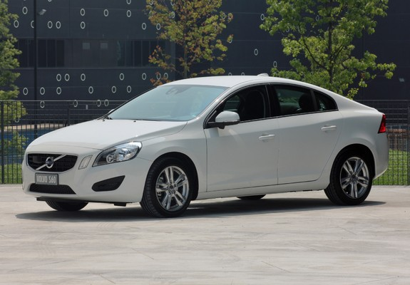 Volvo S60 D3 2010 images