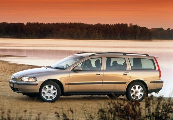 Pictures of Volvo V70 T5 AU-spec 2000–05
