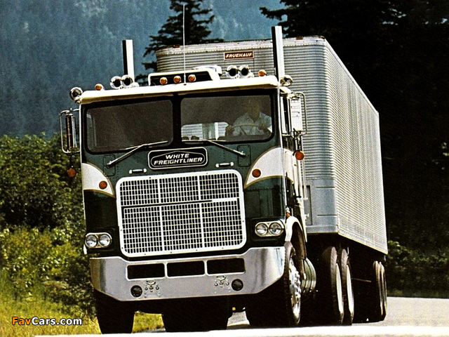Pictures of White-Freightliner Powerliner 1975 (640 x 480)